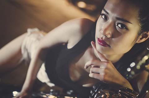 Thai Women Modelling Picture