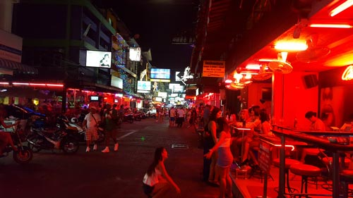 Pattaya Beer Bars Guide: How to Enjoy Yourself in the Girly Bars
